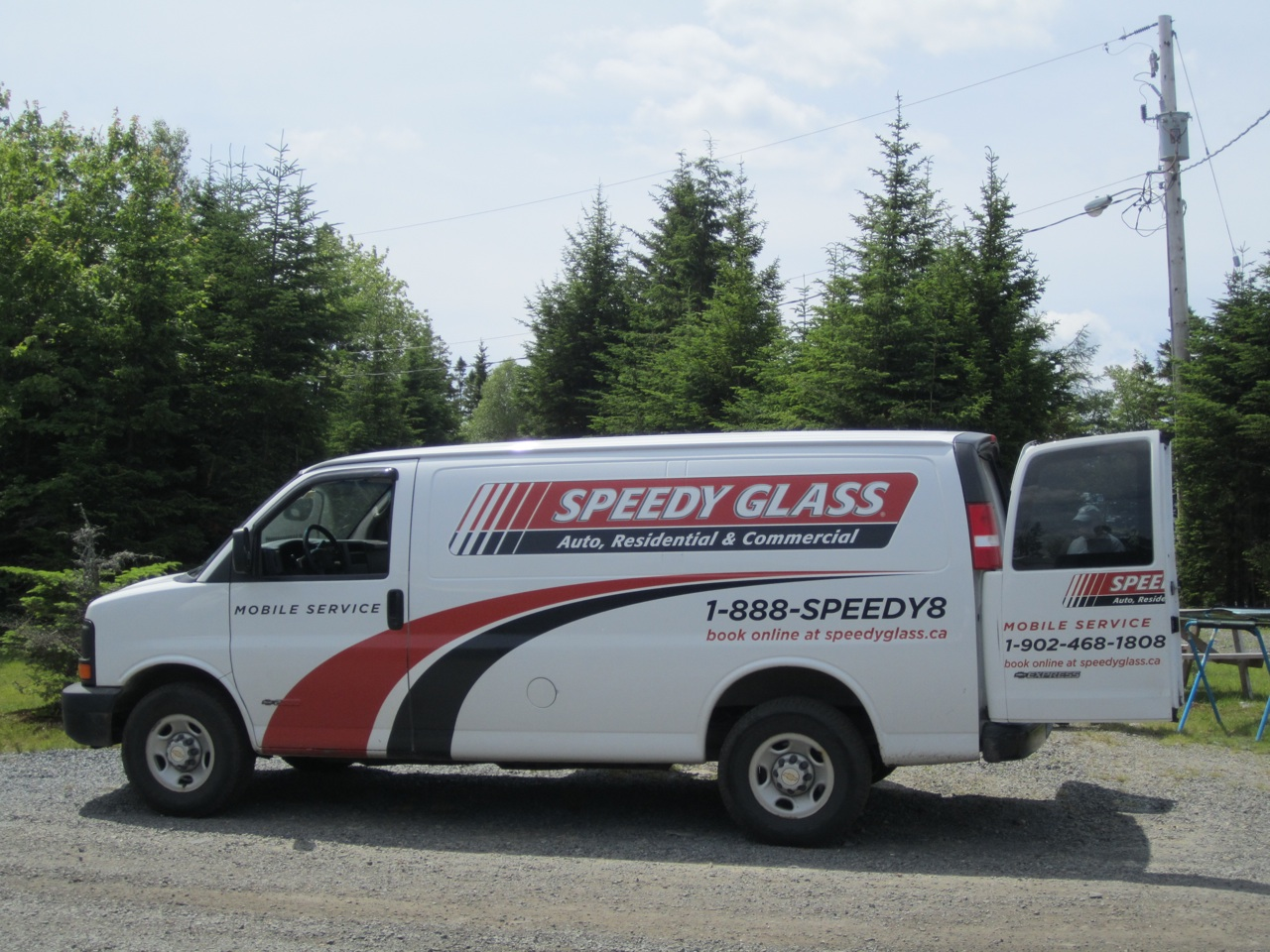 Speedy Glass Repair Truck Comes Right To You