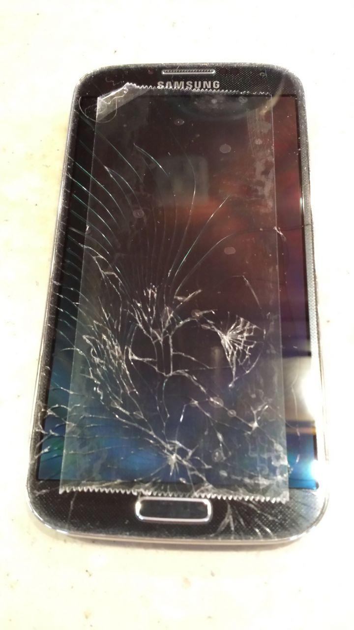 David's Broken Screen On His Phone